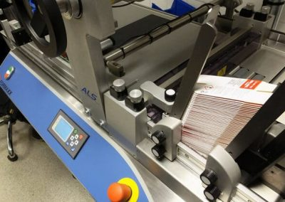 udaFORMAXX-I-Small-Cartons-Labelling-with-ALS-Labeller-600x420
